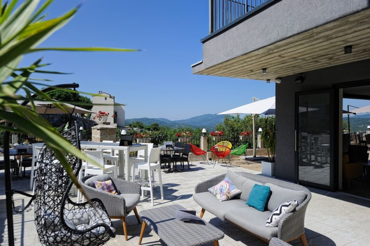 terrasse du bar hotel du tourisme à zonza